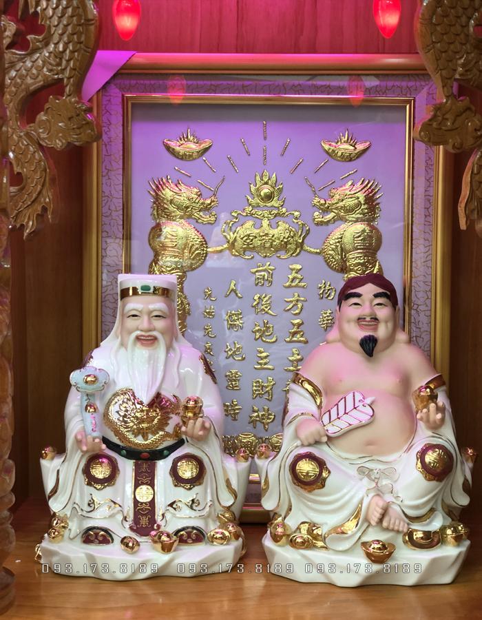 Tượng Thần Tài Thổ Địa cho người tuổi Dần- Tượng Ông Địa Thần Tài bằng sứ trắng viền vàng đế mây TD - 019
